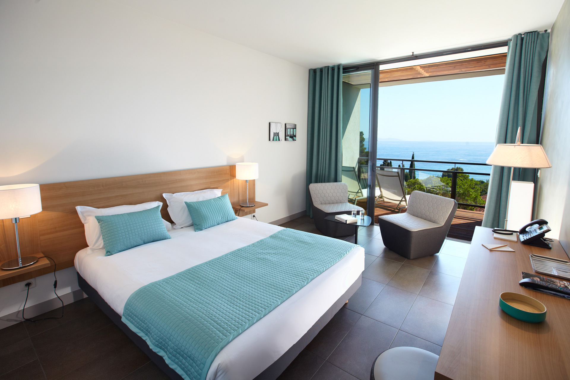 Les chambres hotel rayol canadel sur mer les terrasses for Photo a la chambre